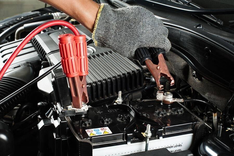 Как правильно прикуривать машину с севшим аккумулятором