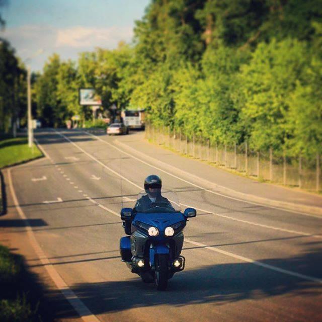 Мотоцикл honda gl 1800 gold wing: обзор, технические характеристики