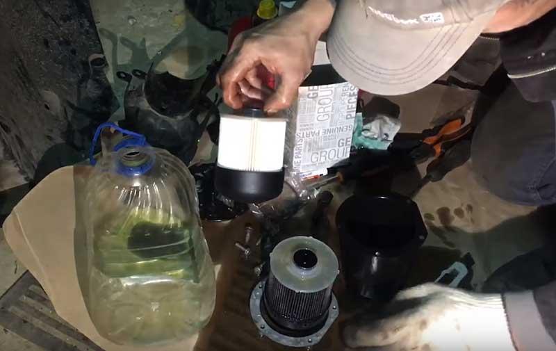 Рено дастер 2.0 и 1.6 замена салонного фильтра своими руками