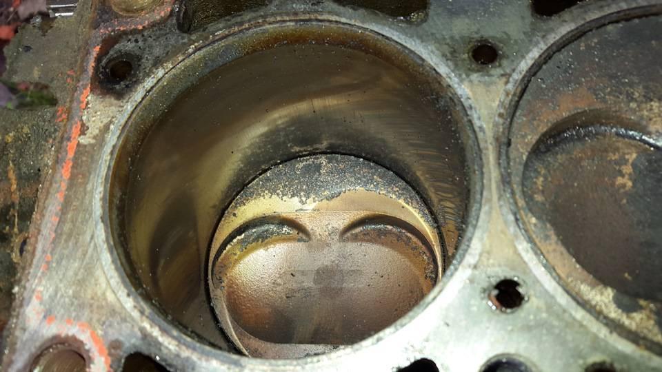 Почему двигатель ест масло: причины, что делать, ест масло, но не дымит