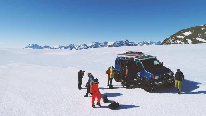 Уехать на год в антарктиду, чтобы работать сисадмином на полярной станции среди неземных пейзажей. «бумага»