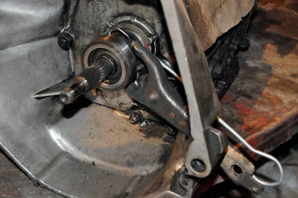 Замена вилки сцепления на автомобилях ваз 2106-07, 2110-2112
