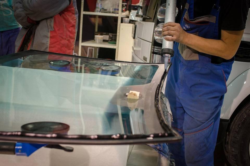 Замена лобового стекла: что нужно знать, отдавая машину на сервис?