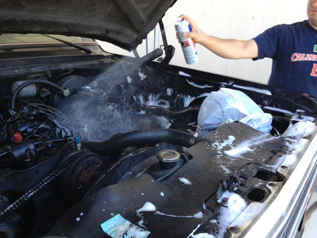 Мойка двигателя автомобиля самостоятельно от масла и грязи в домашних условиях – как правильно? | tuningkod