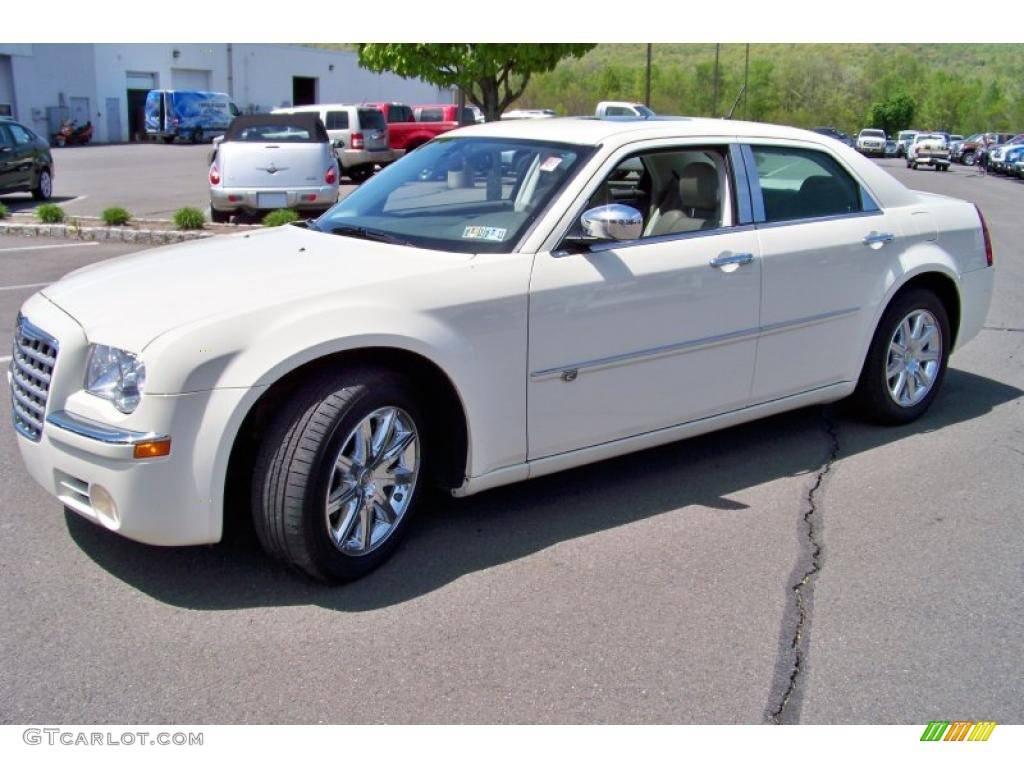 Chrysler 300c (2004-2011) – лимузин или катафалк?