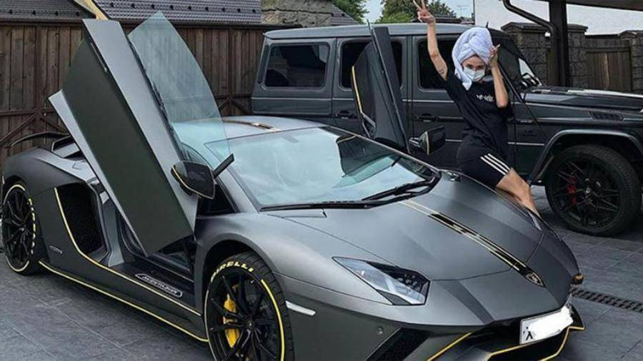 Настя Ивлеева «собрала букет» штрафов на новом Camaro