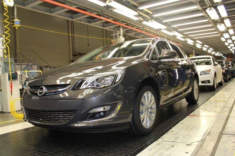 Автомобили Opel оснастят российскими двигателями