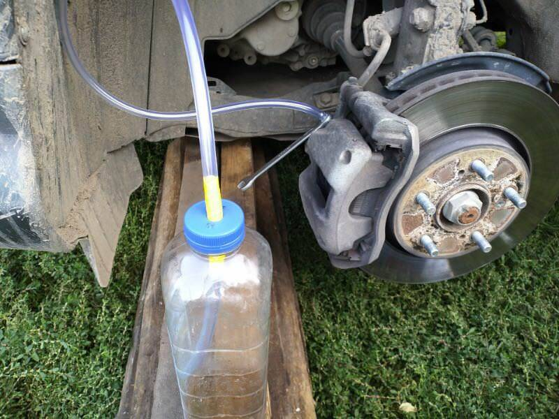 Как часто менять тормозную жидкость
