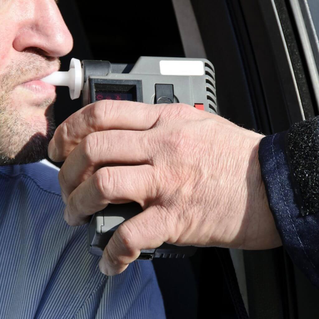 Анализы на алкоголь для водителей отменили до конца года
