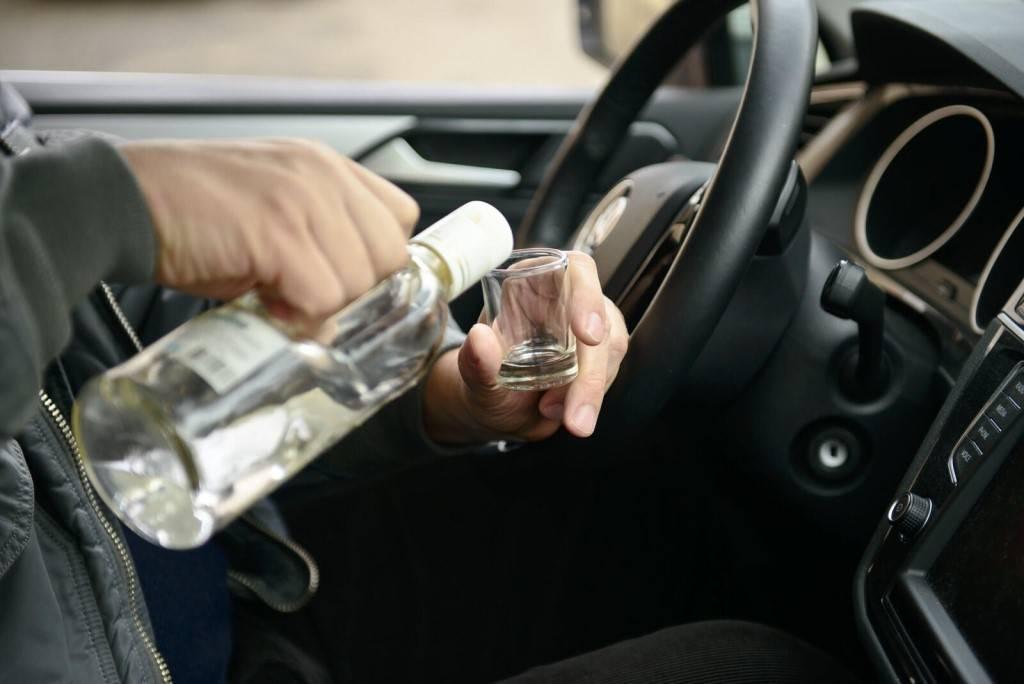 Можно ли распивать алкоголь в стоящем автомобиле