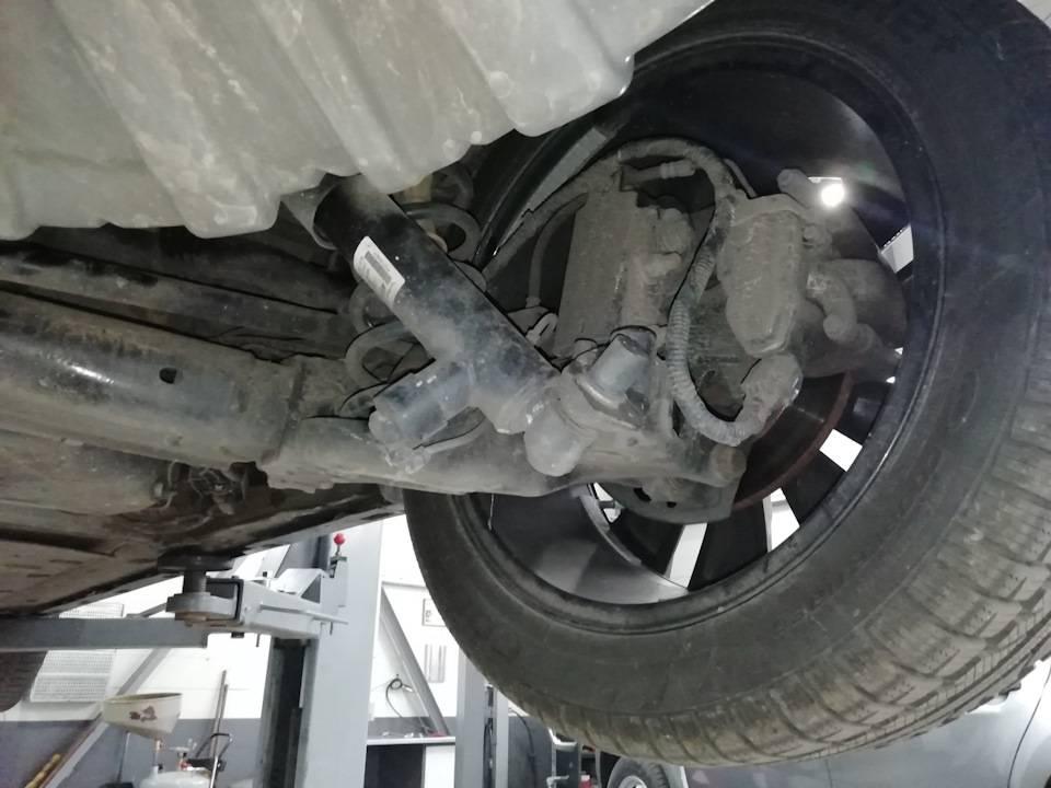 Как работает задняя подруливающая подвеска автомобиля