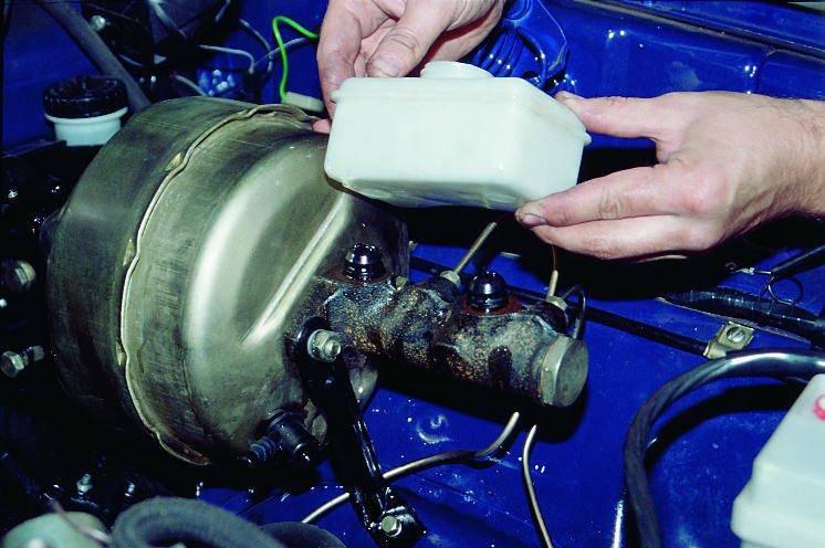 Как сменить тормозную жидкость на автомобилях с антиблокировочной системой?