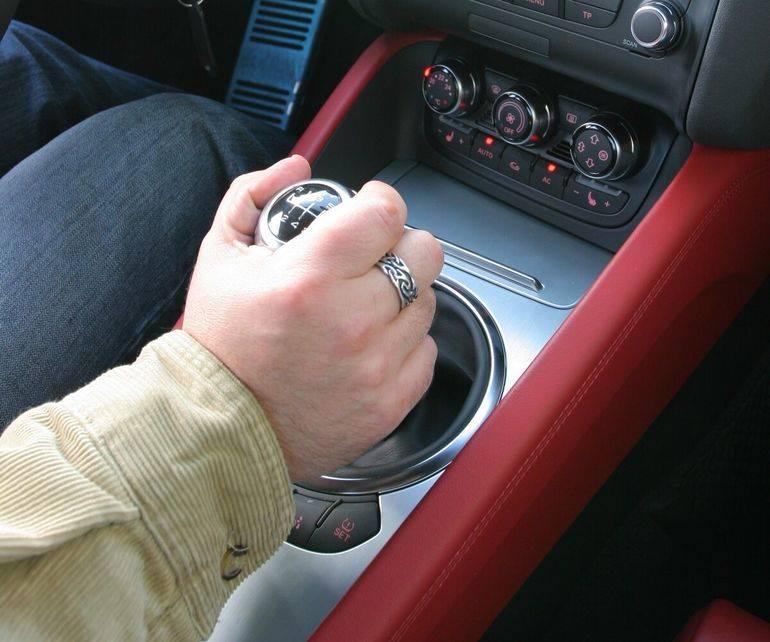 Хрустит коробка передач при переключении: в чем причины, что делать    хруст в коробке передач при движении