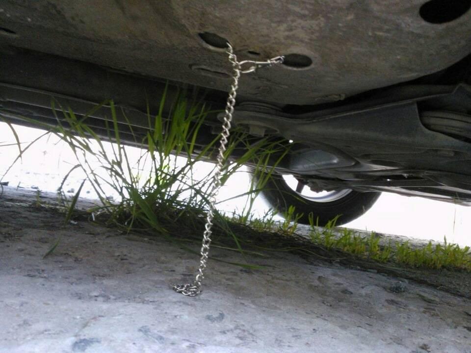 Машина бьет током: что делать, почему происходит, как избавиться