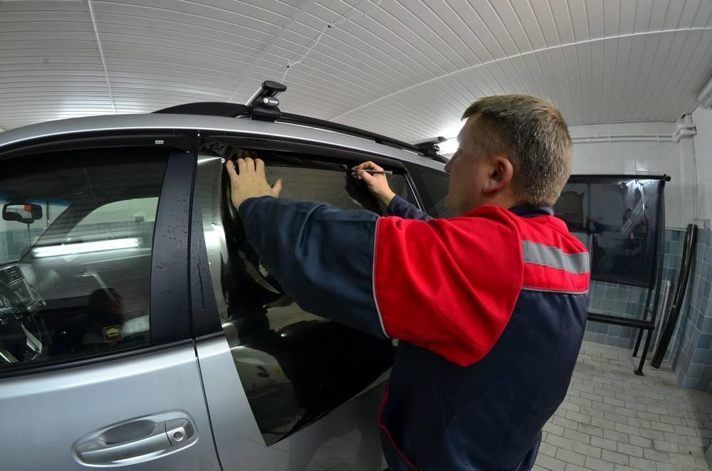 Как проверяют тонировку стекол автомобиля