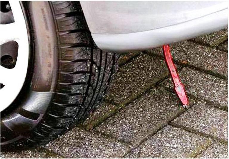 Машина бьет током при выходе из машины