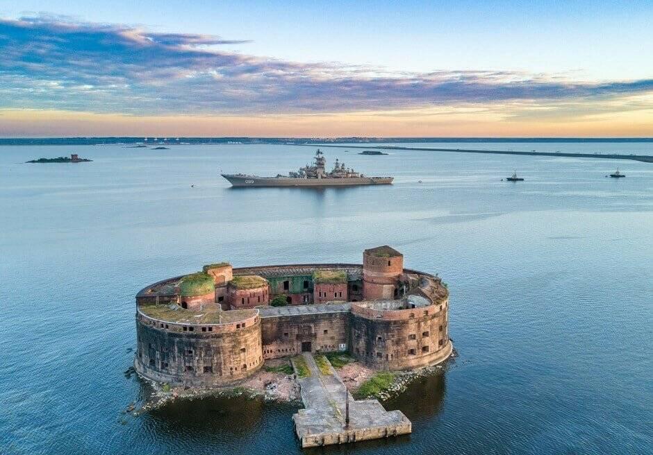 Сколько всего фортов в кронштадте?