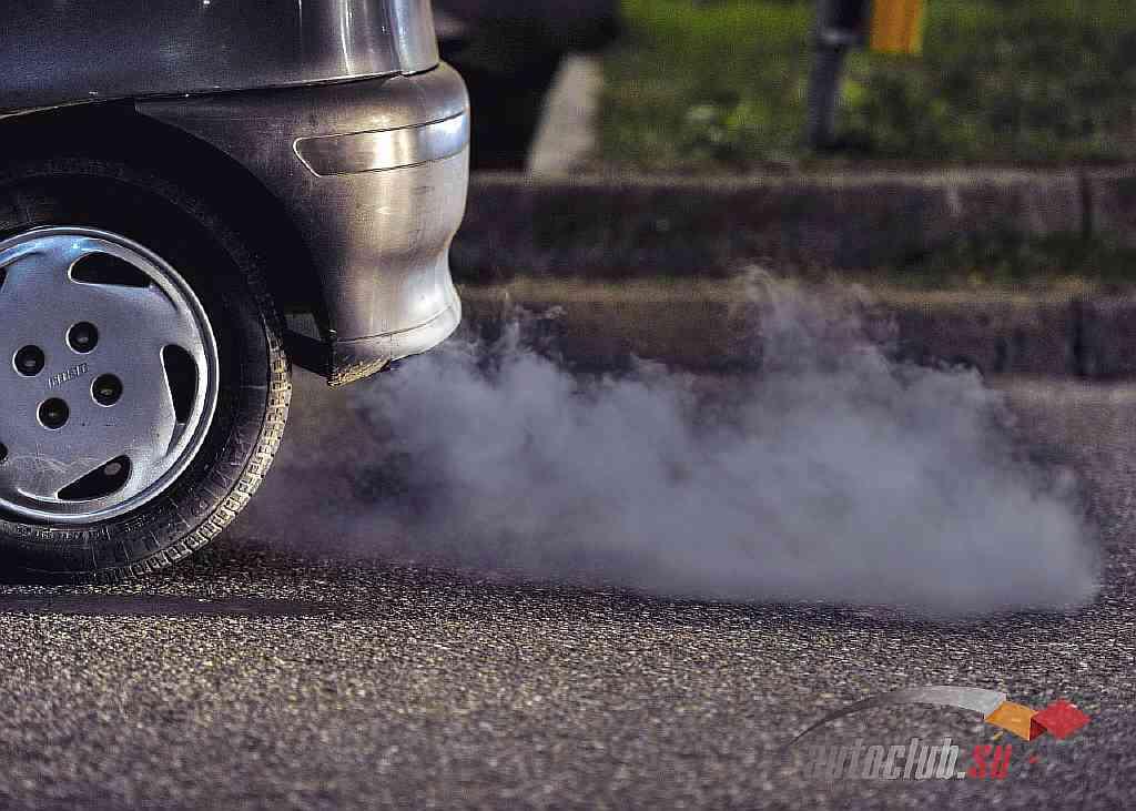 Синий и белый дым из выхлопной трубы. причины появления и способы устранения | automotolife.com