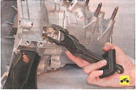 Процесс замены вилки педали сцепления на ваз 2107: фото- и видеообзор