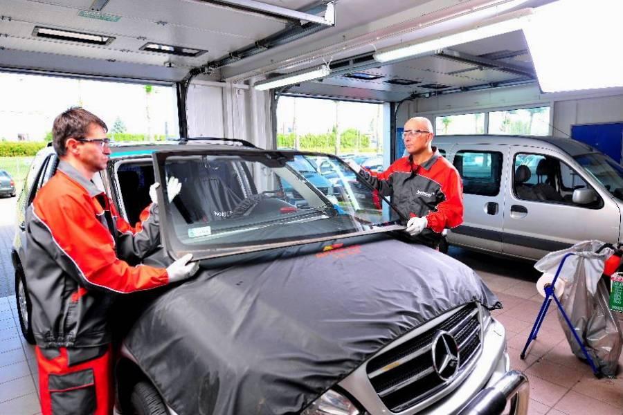 Технология замены лобового стекла автомобиля