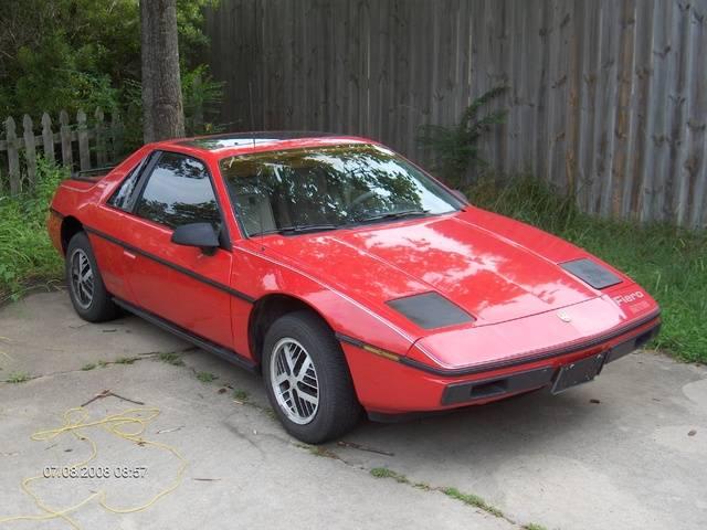 Pontiac fiero: первый среднемоторный американский автомобиль