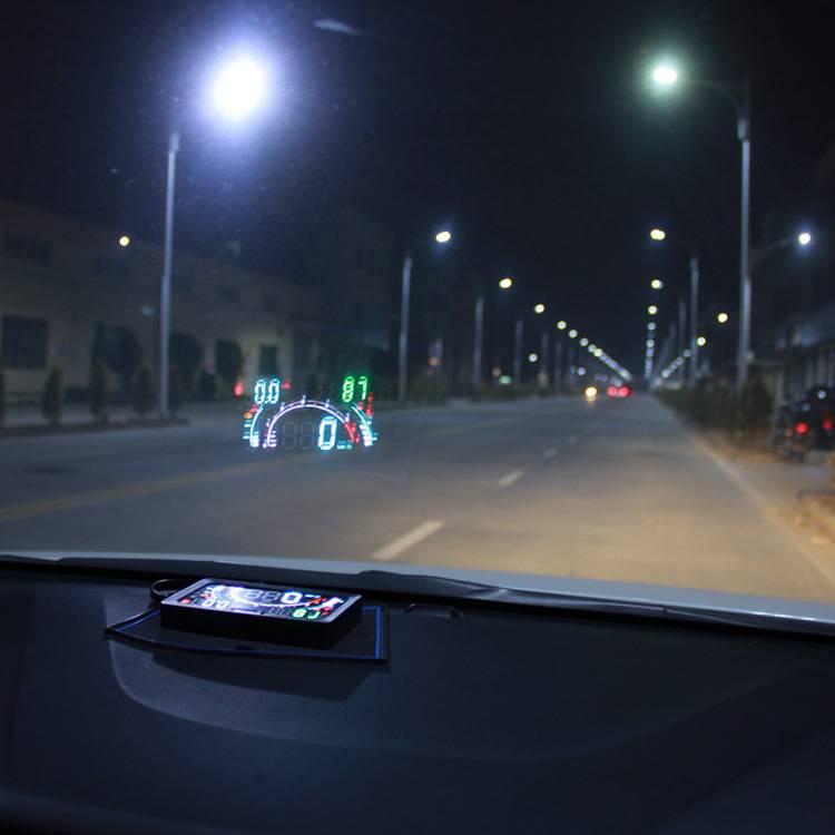 Преимущества использования проектора на лобовом стекле авто