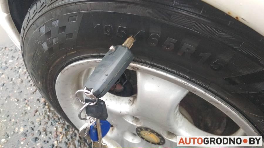 Что делать, если пробил колесо в яме на дороге? с кем судиться?