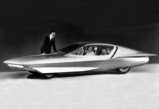 Десять автомобилей с технологиями, которые опередили свое время