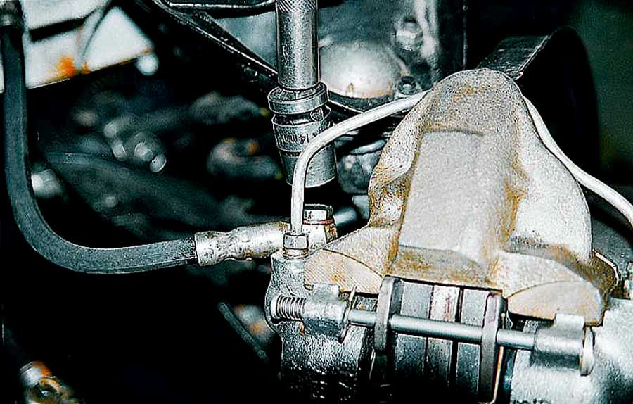 Замена передних тормозных шлангов 2115
