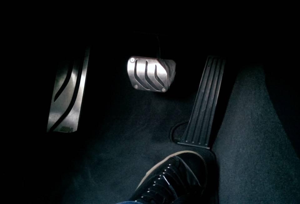 Bmw driving experience: как я пытался сломать педаль тормоза, но не преуспел