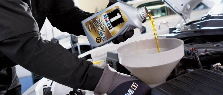 Когдаоптимально менятьмоторное масло в двигателе: по пробегу, по состоянию или по времени