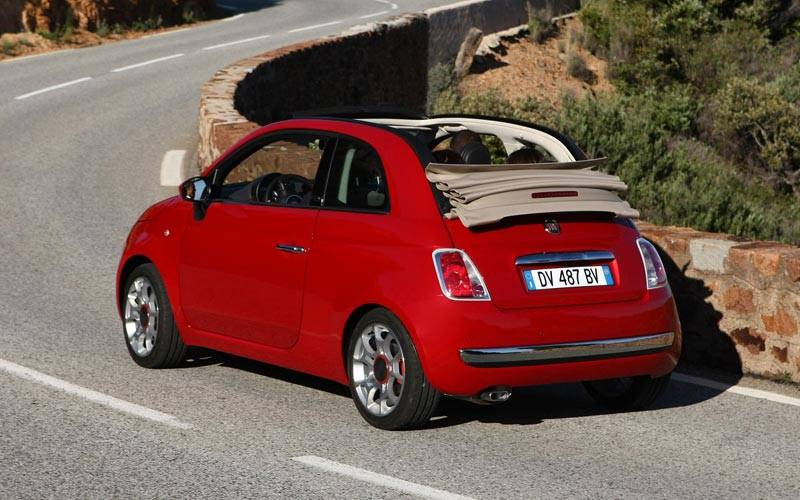 Fiat 500 2021: новая версия легендарной малолитражки