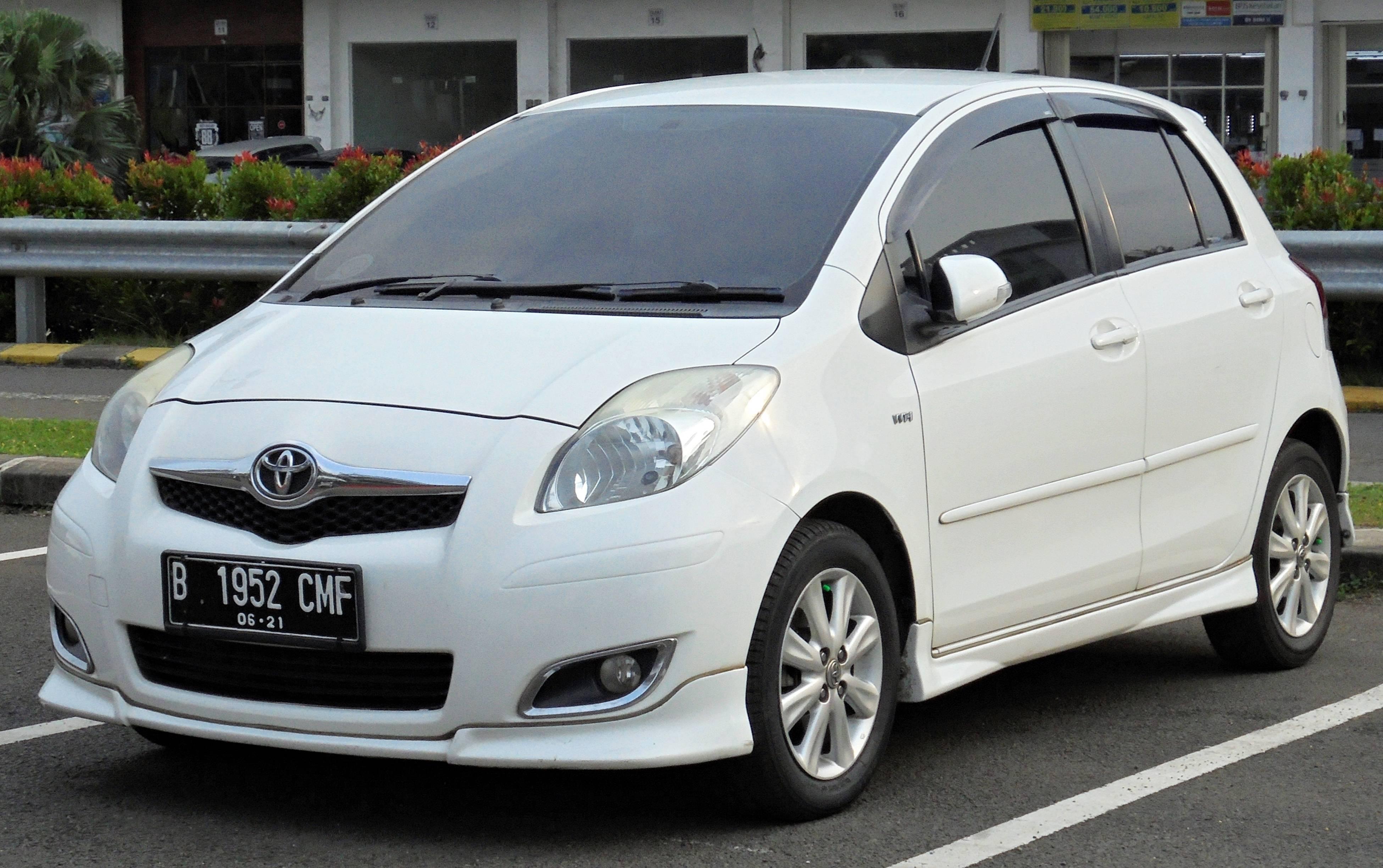 Toyota Vitz II (XP90): все плюсы и минусы городского проныры