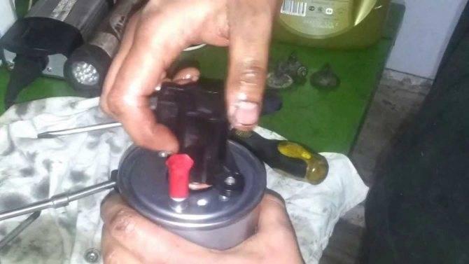 Замена топливного фильтра на дизельном двигателе рено дастер своими руками