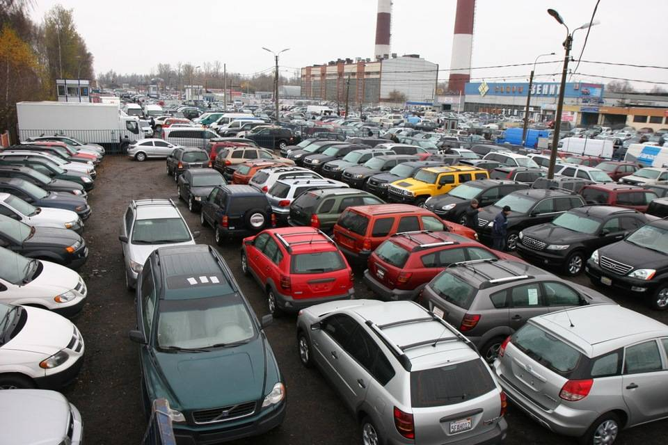 Специалисты рассказали, какие иномарки можно купить за 100 тысяч рублей на российской вторичке