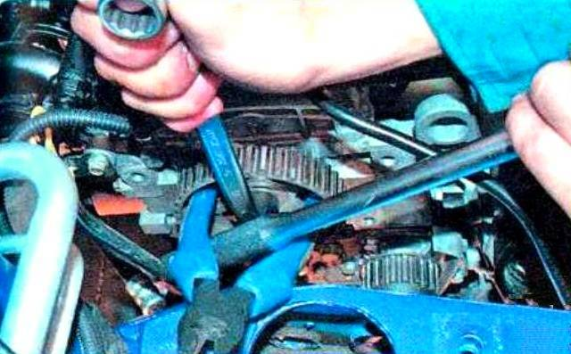 Видео по самостоятельная замена масла в двигателе на рено логан