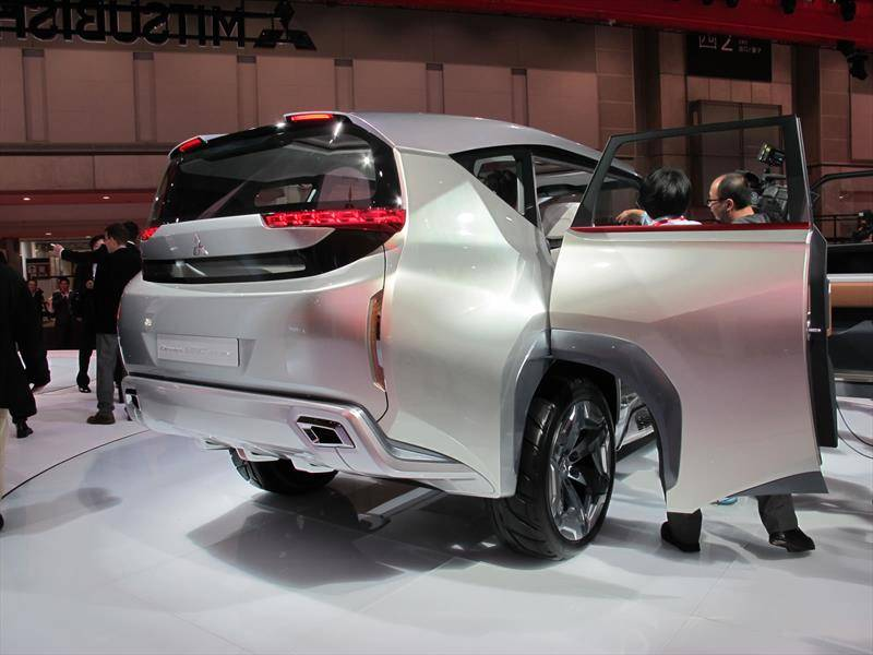 Японцы представили в Шанхае новый гибрид Mitsubishi Outlander e-Yi