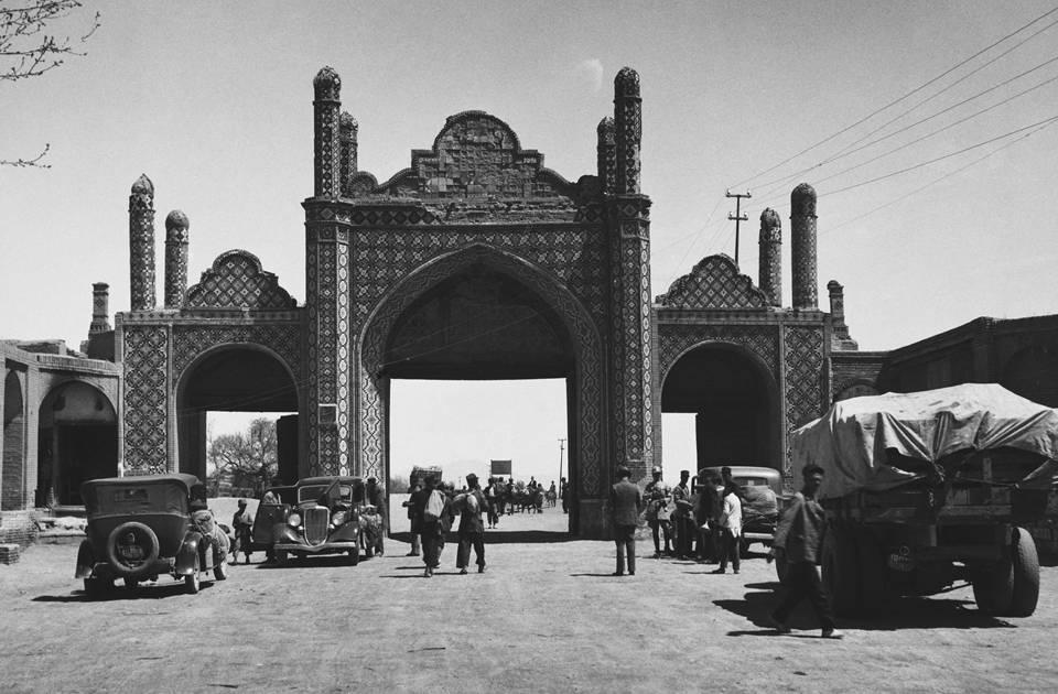 Взлет ипадение светского тегерана. что помешало ирану, несмотря навсе шансы, стать одной изстран западного типа
