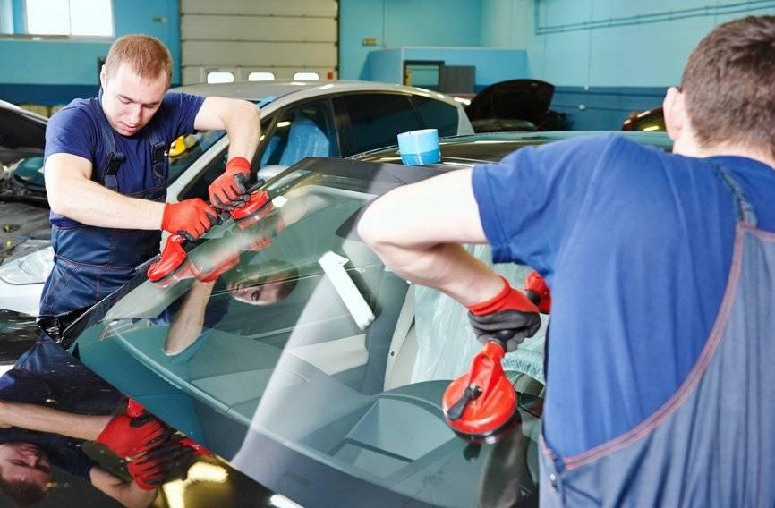 Лобовое стекло автомобиля: ремонт или замена