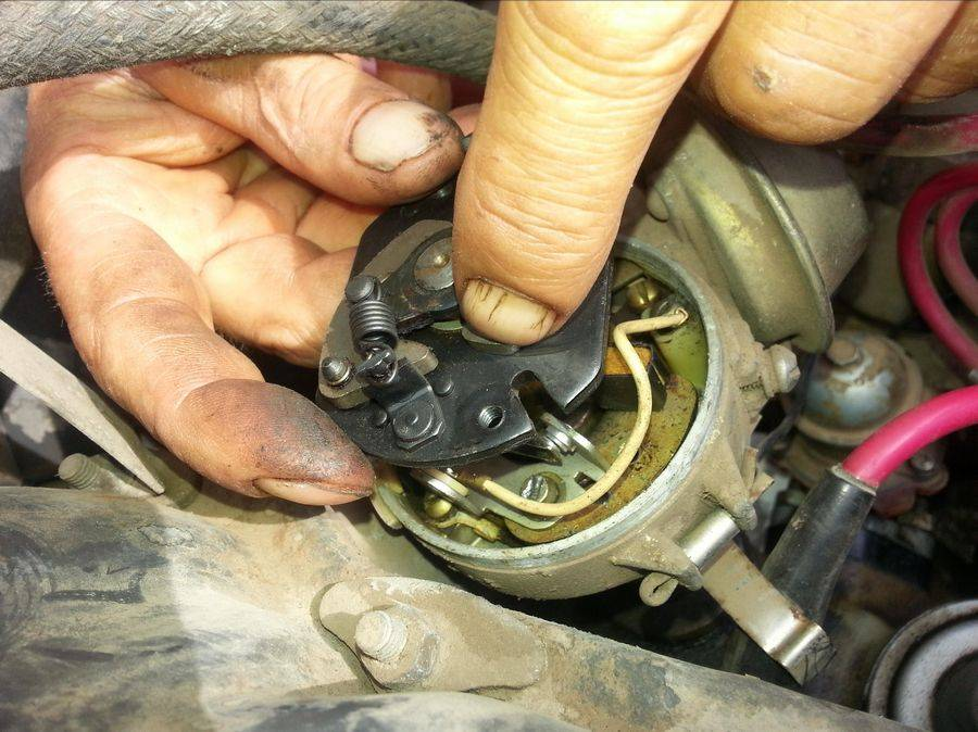 Машина дергается при нажатии на педаль газа на ходу, резком и малом разгоне