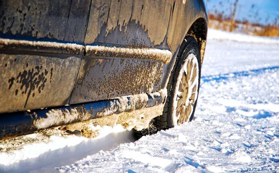 Чем обработать кузов автомобиля на зиму: способы защиты