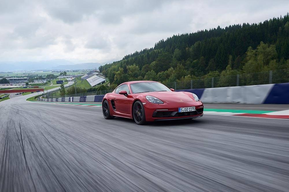 Porsche 718 cayman и 718 boxster получили новые версии