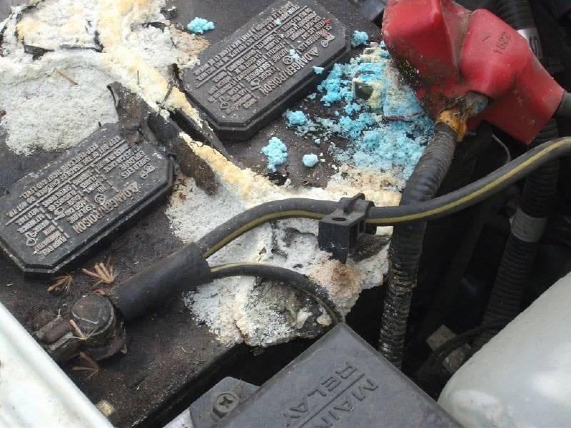 Может ли взорваться автомобильный аккумулятор и почему?