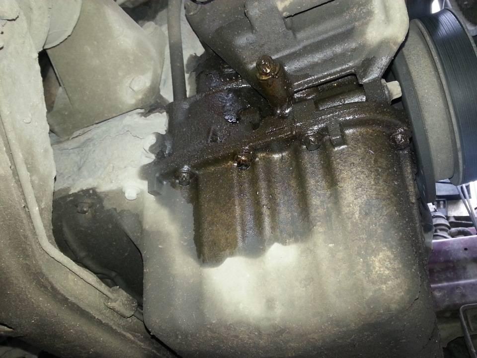 Течет масло из-под автомобиля: что делать