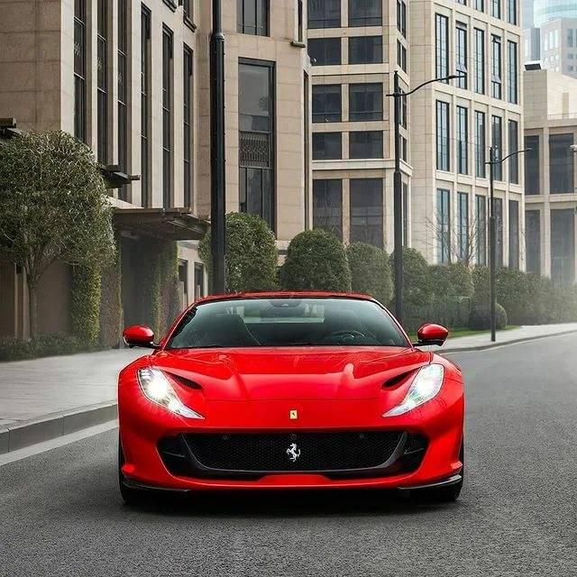 Ferrari 812 GTS: возвращение паука V12