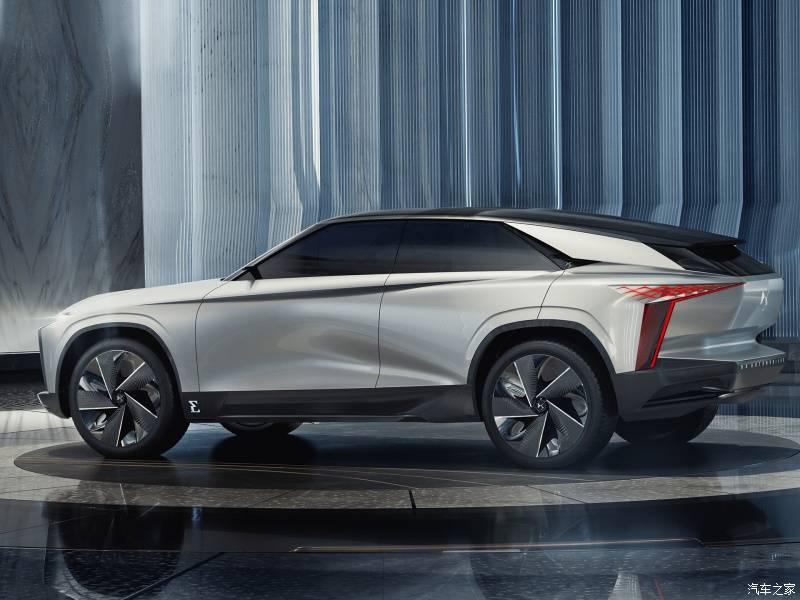 Citroen представил автомобиль будущего – Concept 19_19