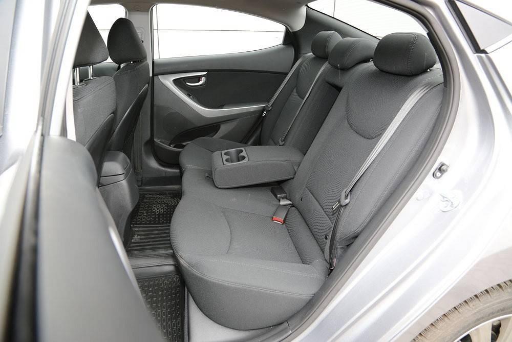 Hyundai elantra j4 – темный рыцарь