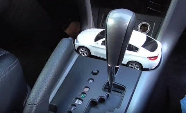 """Устройство и принцип работы стояночного тормоза. парковка машины с """"автоматом"""" на уклоне: нужно ли ставить на """"ручник"""""""