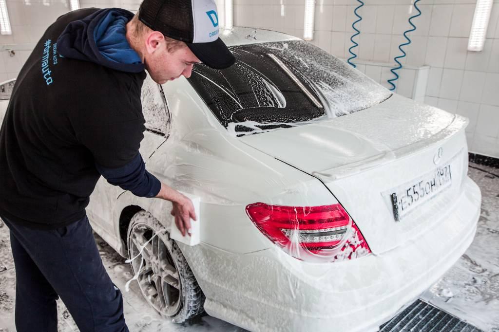 Как помыть машину самому и не нанести вред кузову?
