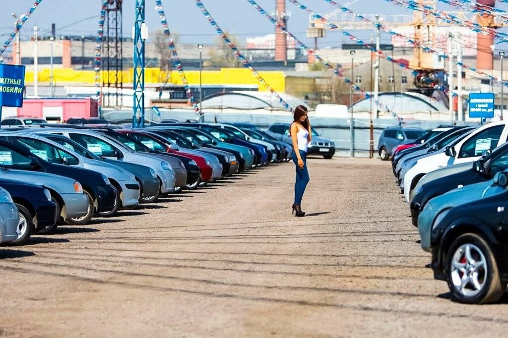 Эксперты сообщили, сколько времени российская семья копит на авто с пробегом